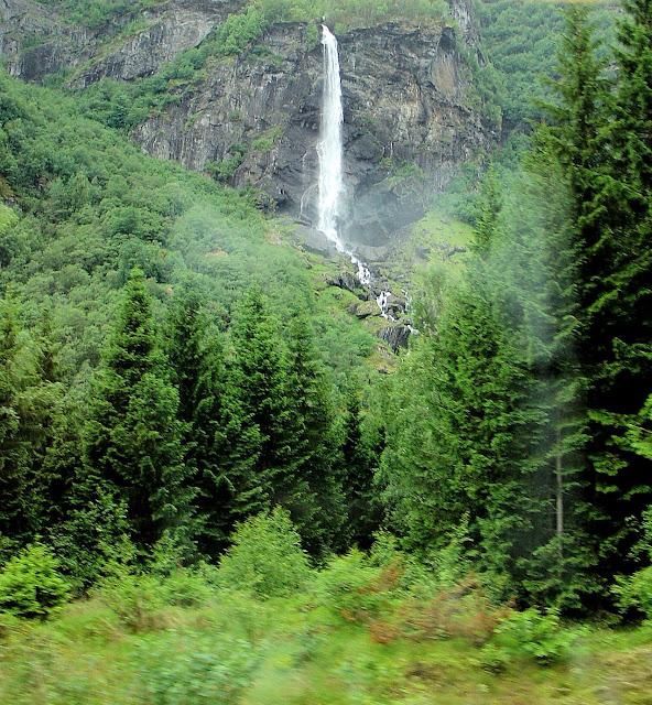 Vibmesnosi Mountain and the Rjoande Waterfall or Rjoandefossen in Håreina.