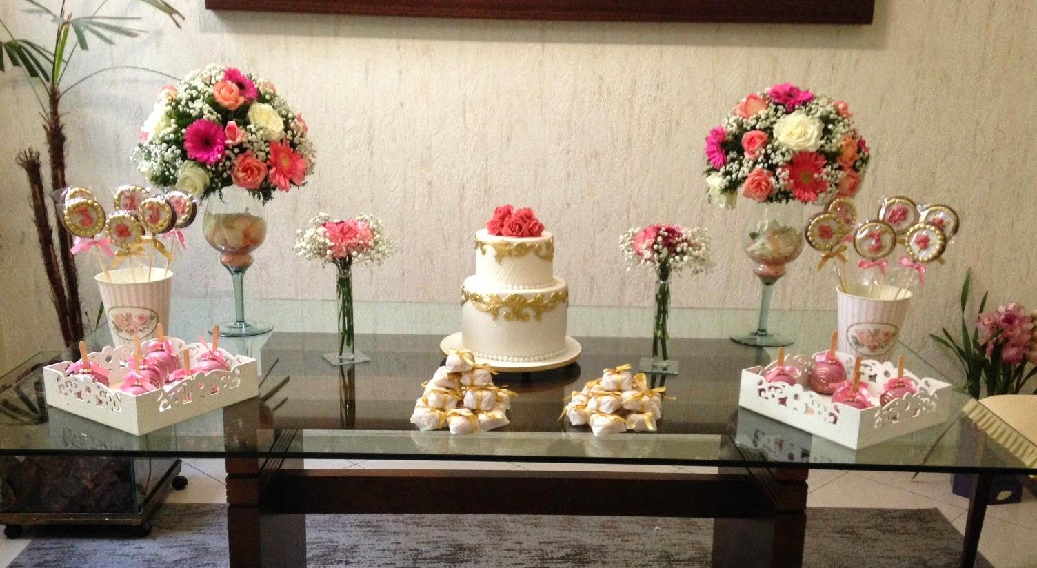 Bolo decorado rosa com dourado e bolo decorado de - Mesas decorativas ...