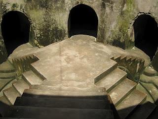 Masjid di bawah tanah
