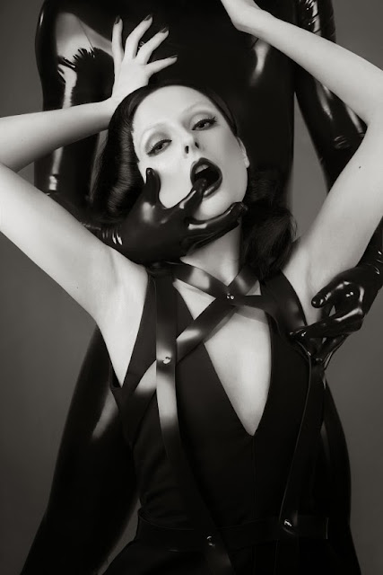 Fetish Inspiration : Control By Joanna Wilińska For Schön! Magazine July 2013