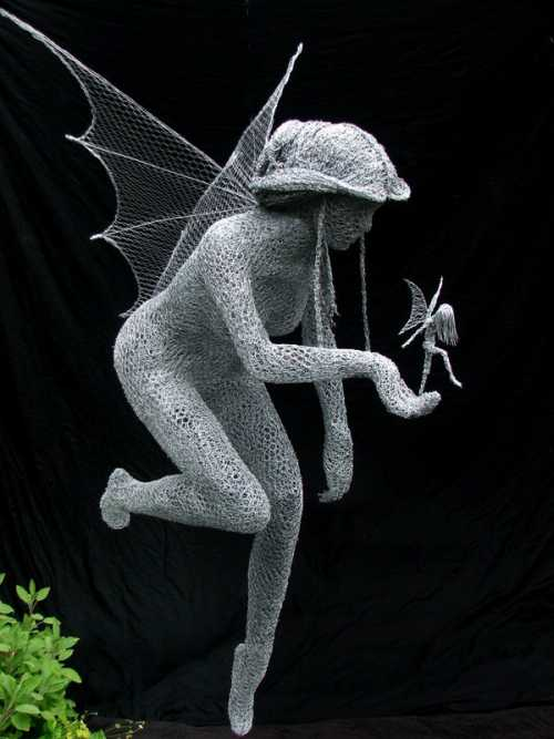 Derek Kinzett esculturas feitas de arames Fada mãe