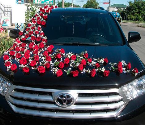 Украшения цветами для свадебной машины