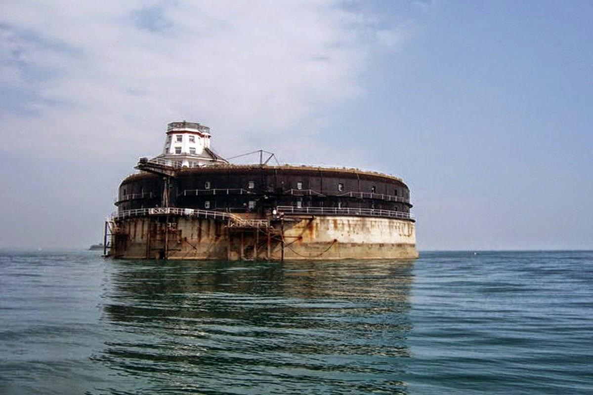 Pulau Berhantu Yang Diubah Menjadi Hotel Mewah Di UK