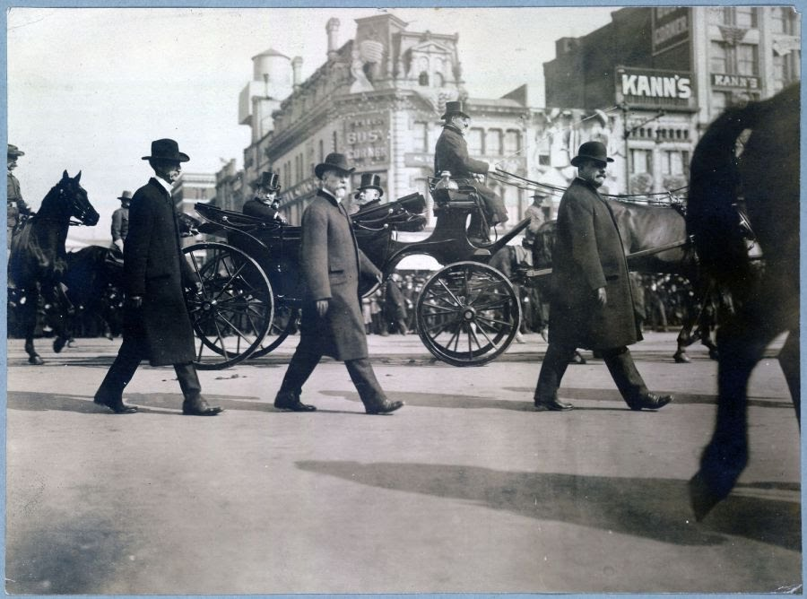 Secret Service agents protect Presidents TR & Taft 1909