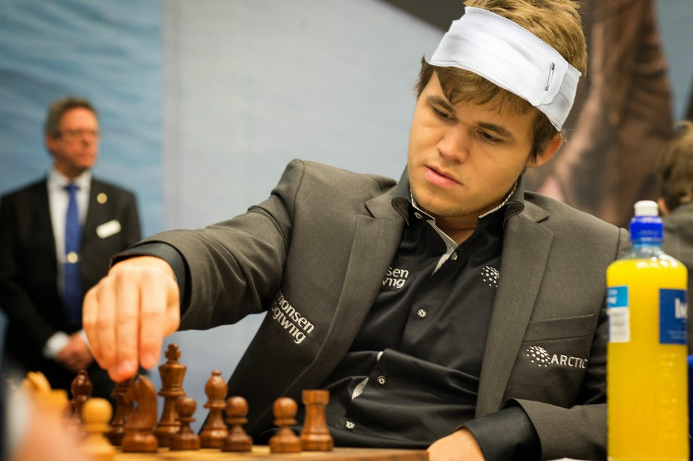 World Chess Championship: Magnus Carlsen continues to play despite sprain synapses