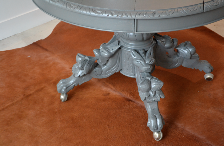 Past present ancienne table ronde et son pied sculpt for Table ancienne repeinte