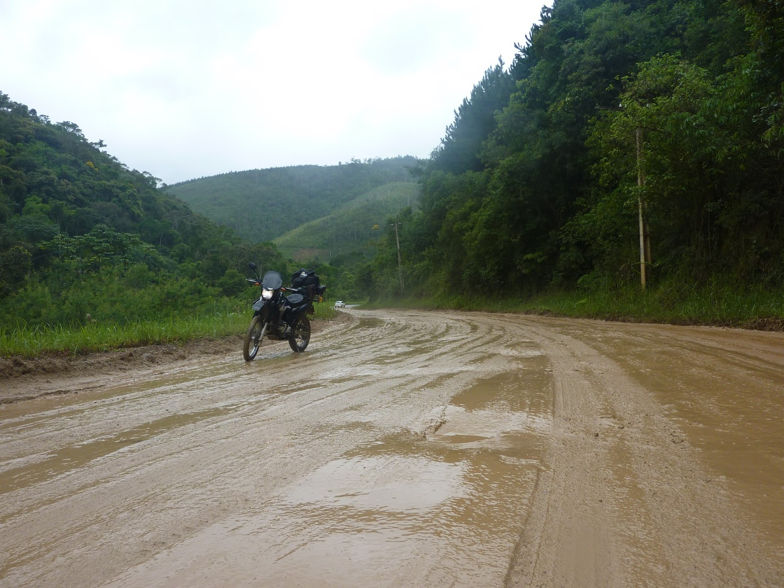 Andando de moto quase pelada 2 - 5 9