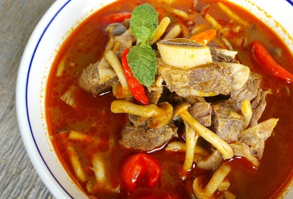 Tom Yum Iga Sapi