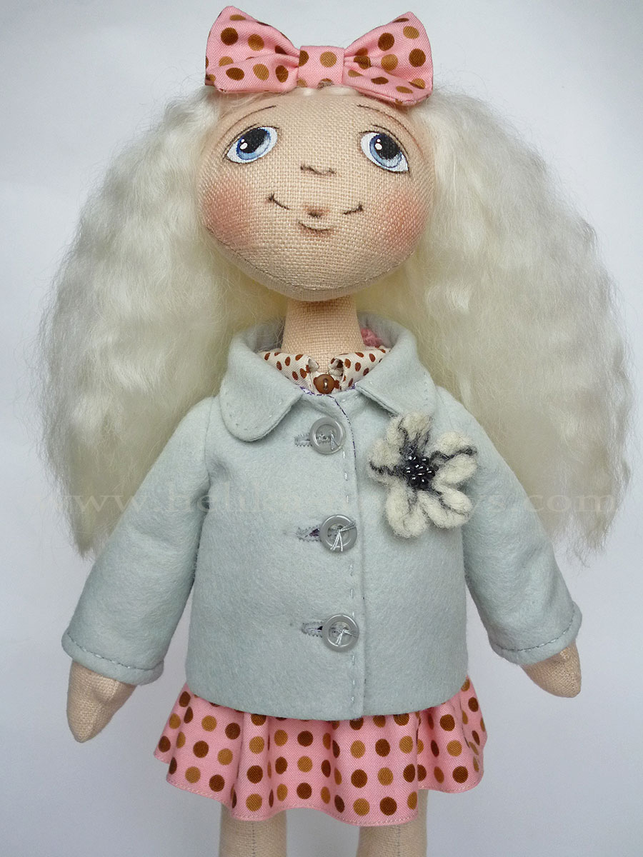 Как сшить пальто для куклы. Выкройка пальто для куклы / Мастер-класс 27