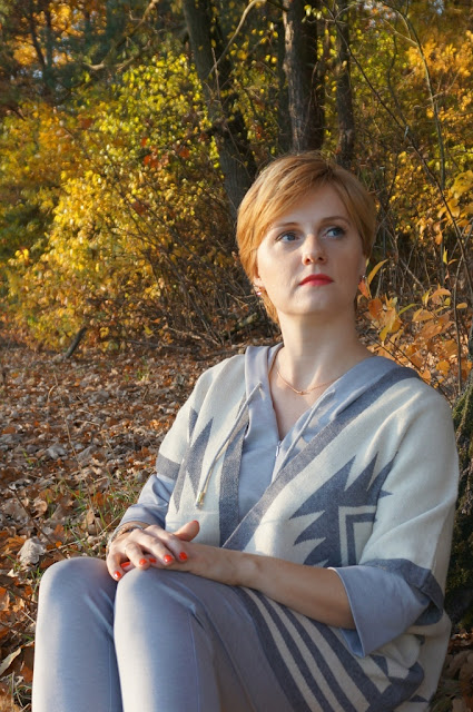 Ciepła i wygodna narzutka - niezbędny jesienny dodatek do ubrań