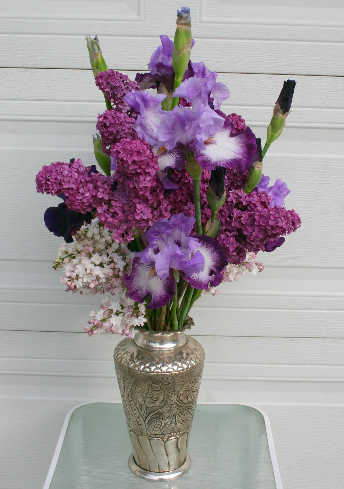 how to make flowers last longer in the vase