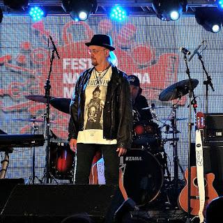 Grupo The Fevers na Festa Nacional da Música de 2015.