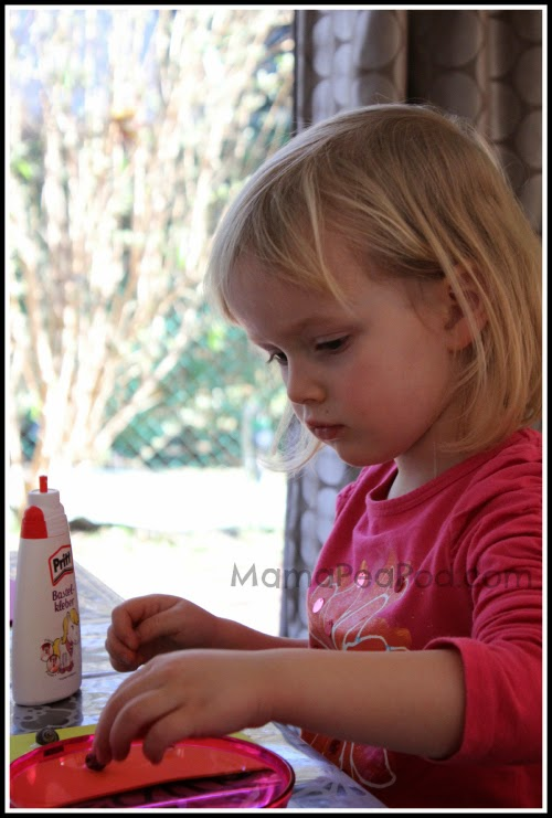 child counting objects for one-to-one correspondence practice for math and reading