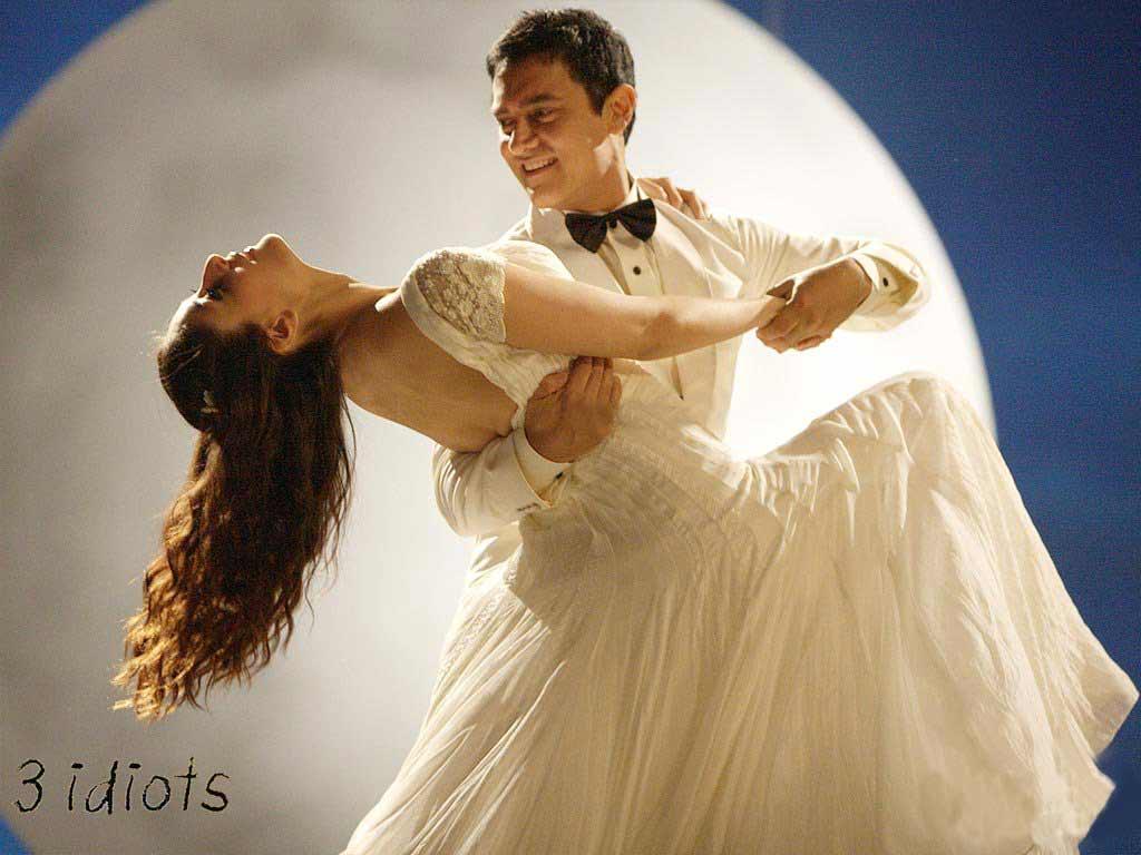 http://2.bp.blogspot.com/-RN74lWpnYcQ/TjJW57xPlcI/AAAAAAAABu8/NgVKkT3ievY/s1600/aamir-khan-and-kareena-kapoor-dancing-style-wallpaper-fo-3-idiots.jpg
