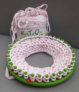 Koszyk z KotToOn T-shirt Yarn wykonany na obręczy z 36 kołkami