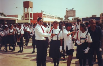 JURAMENTACIÓN DE LA POLICÍA ESCOLAR 1995, LA ALUMNA DEL CENTRO ACTUALMENTE ES PNP