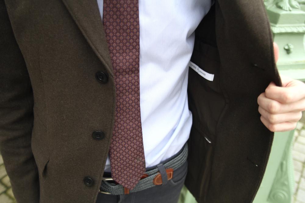 BLOG-MODE-HOMME_STYLE-Uniqlo-lemaire-montblanc-stylo-dockers-cravate-seidensticker-ted-baker_frye-company-veste-trois-boutons-atelier-particulier_mec - 2