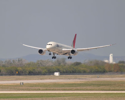 JAL's first 787 returned to Everette finish up the remaining work before delivery