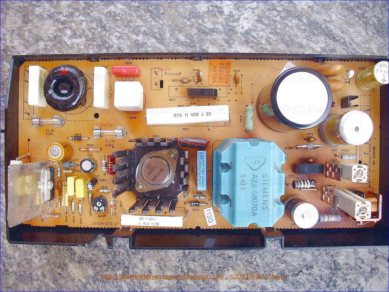 Obsolete Technology Tellye Grundig Super Color C7443 Serie F 3022 Capacitor How Does This Mosquito Zapper Circuit Work Electrical 2 The Protective Input 5 Of Control Rs Is Supplied Via A Voltage Divider R8 R7 Directly From Output 3 4 Rectifier G Delivering