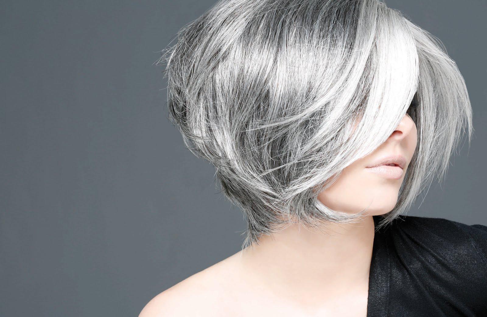 Cheveux blancs a la mode