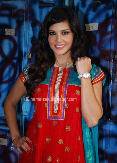 Sunny Leone Latest photo in chudidhar