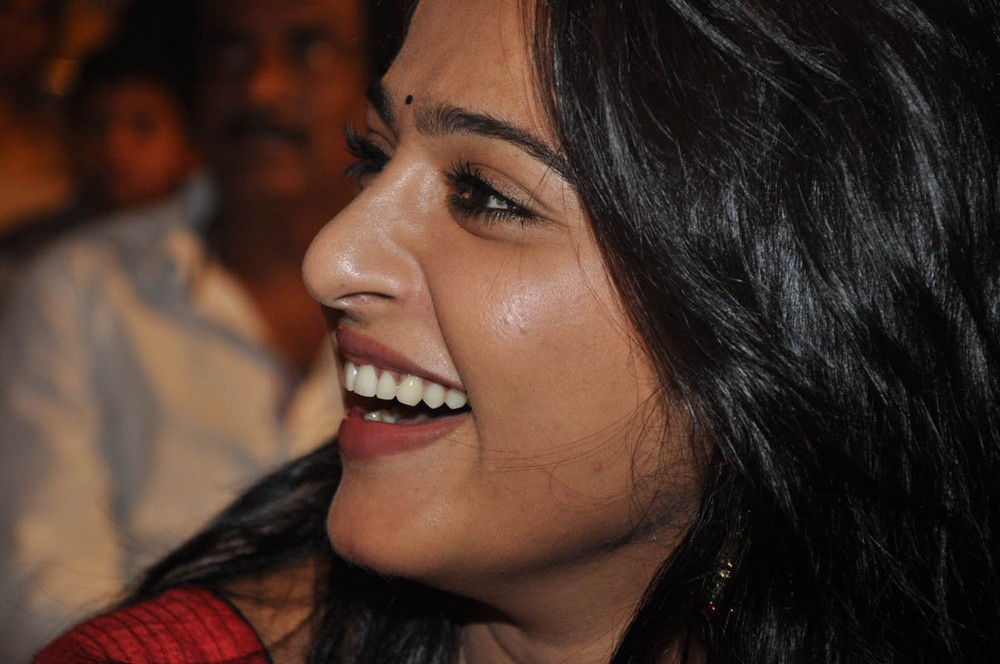 ANUSHKA PHOTOS IN MIRCHI AUDIO RELEASE FUNCTION [LAUNCH