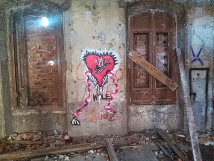 La casona abandonada de arnao graffiti art - La casona sitges ...
