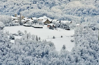 Photo of Musièges village surrounded by autumn snow