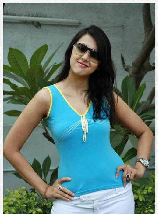 sakshi sivanand, sakshi sivanand stylish hot images