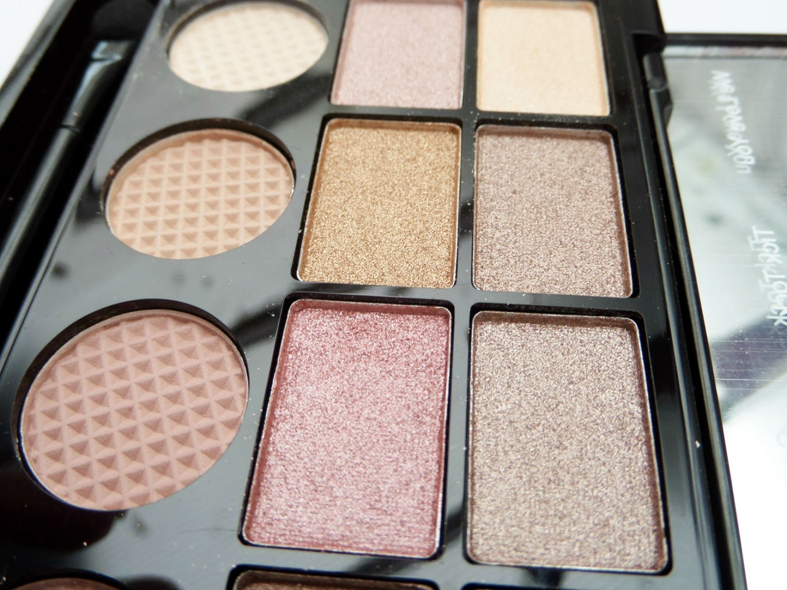 Makeup Revolution Salvation 'What you waiting for' Eyeshadow Palette
