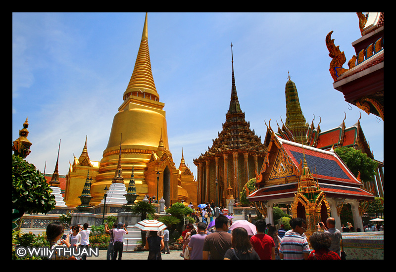 golden-dome-at-wat-prakaew.jpg