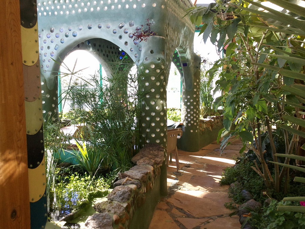 eclectitude earthships