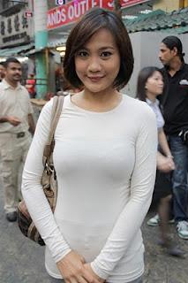 Hot Hot  Gambar Yana Samsudin Dengan B r e a s t Pump