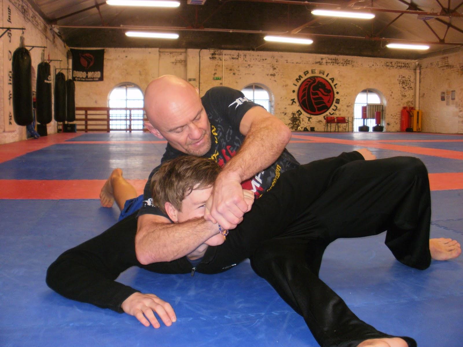 best ground fighting style