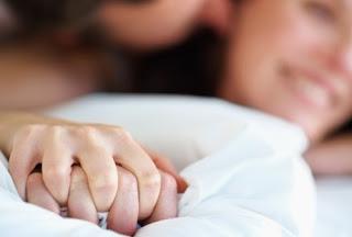 Ini Bedanya Orgasme Pada Pria dan Wanita