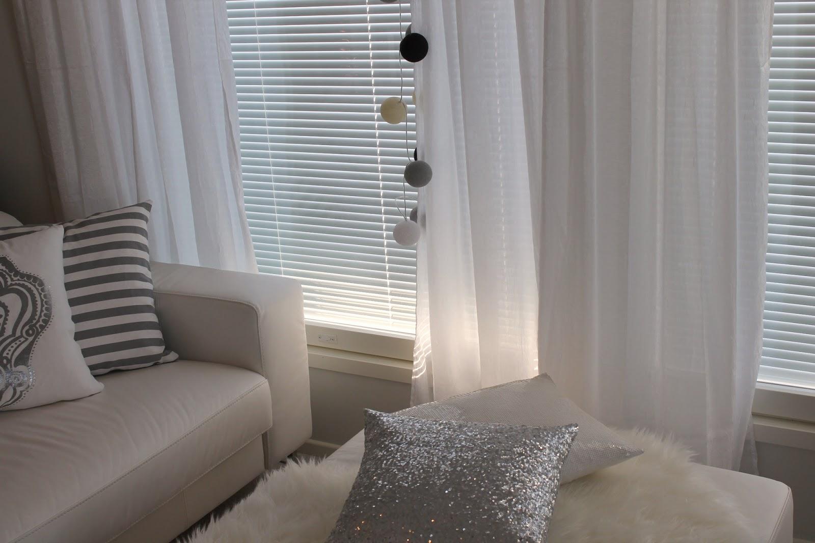 Home White Home Olohuoneen uudet verhot
