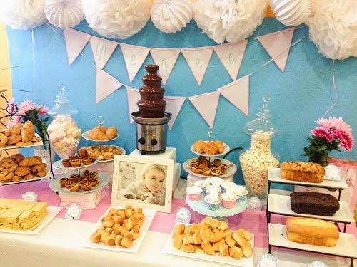 Mesa dulce para el bautizo de nerea tarta chic for Mesa dulce para bautismo