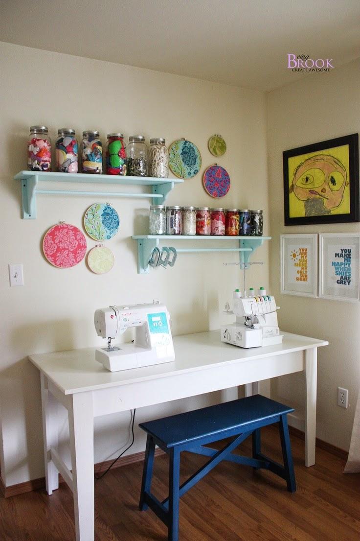 craftroom com um banco chamoso