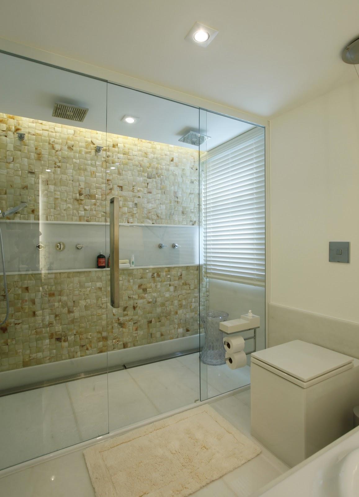 Sertã e Juliana Giusti Design de Interiores: BANHEIRO SUITE MASTER #5B502C 1157 1600