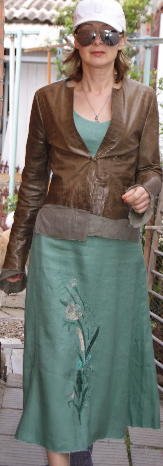 КУРТКА, САРАФАН, шитье, сшить куртку, вышивка на сарафане, сарафан, лен, кожа, сарафан льняной, мой пес, шью сама, сшила куртку из кожи, сшила сарафан