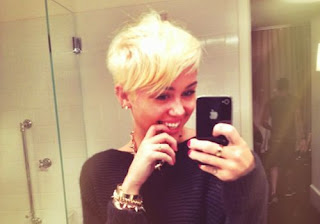 Miley Cyrus new look with short hair and platinum