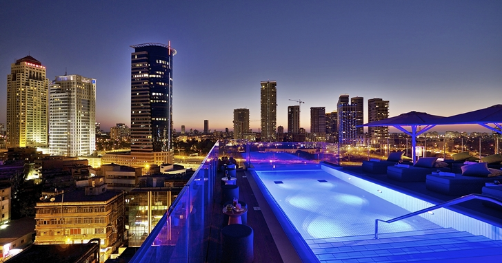 Swimming pool and the view from Hotel Indigo in Tel Aviv