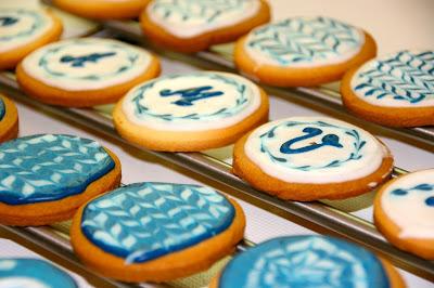 Galetes amb decoracio de glasa real blau i blanc