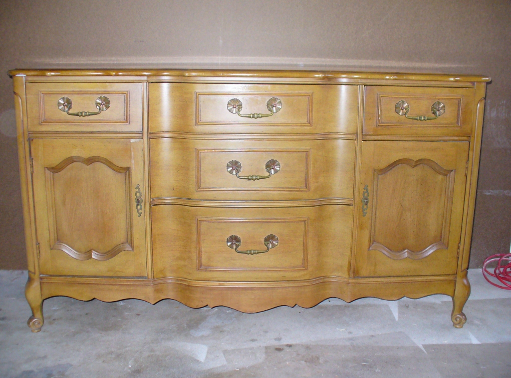 Capricious Craze Darken Wood Furniture With Gel Stain