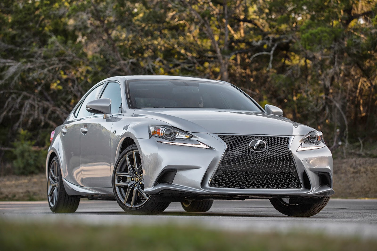 Front 3/4 view of the 2015 Lexus IS350 F-SPORT