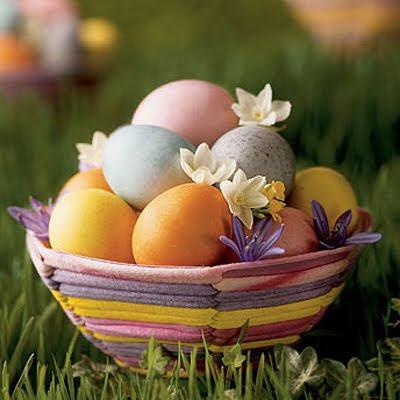 Великденски яйца с безвредни бои