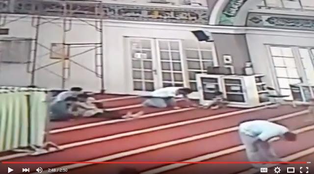 Kaget Lihat Cara Syiah Shalat, Jamaah Masjid Darussalam Merekamnya