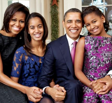 Michelle Obama con su familia (esposo e hijas)