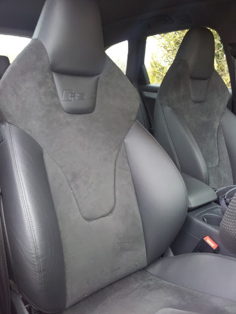 2014 Audi RS4 front seats