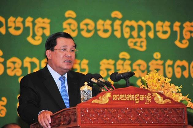 C'est sans surprise que l'homme fort du pays a été élu président du  Parti du Peuple Cambodgien lors du 38ème congrès tenu ce week-end au siège du PPC à Phnom Penh avec la participation de la quasi-totalité des membres du Comité central Samdech Vibol Sena Pheakdei Say Chhum, président du Sénat, et Samdech Kralahom Sâr Khéng, vice-Premier ministre et ministre de l'Intérieur, ont été élus vice-présidents. 506 voix se sont exprimées en faveur du leader du gouvernement et une voix contre.